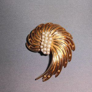 Napier Signed Faux Pearl Gold Tone Toned Wire